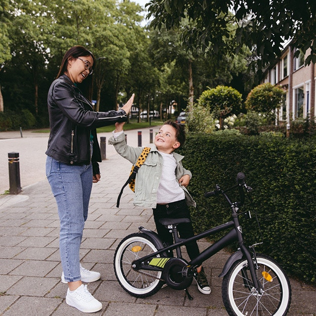 Find babysitting jobs in the Rotterdam area via the Charly Cares Babysitting App